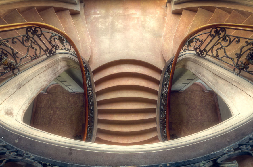 Fotografi Arsitektur Tangga Dalam Bangunan Tua Foto Co Id