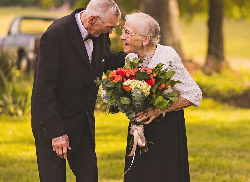 Potret Mengharukan Perayaan Ulang Tahun Pernikahan Berlian Ke 65