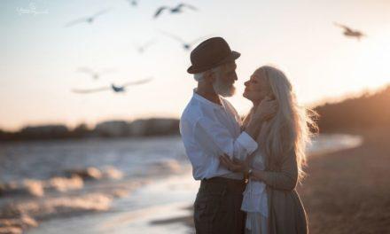 Fotografer Rusia Mengambil Gambar Pasangan Yang Tua Untuk Menyatakan Bahwa Cinta Melampaui Waktu