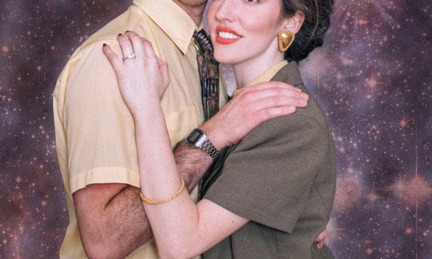 Koleksi Foto Pertunangan yang Unik Ala Tahun 80-an